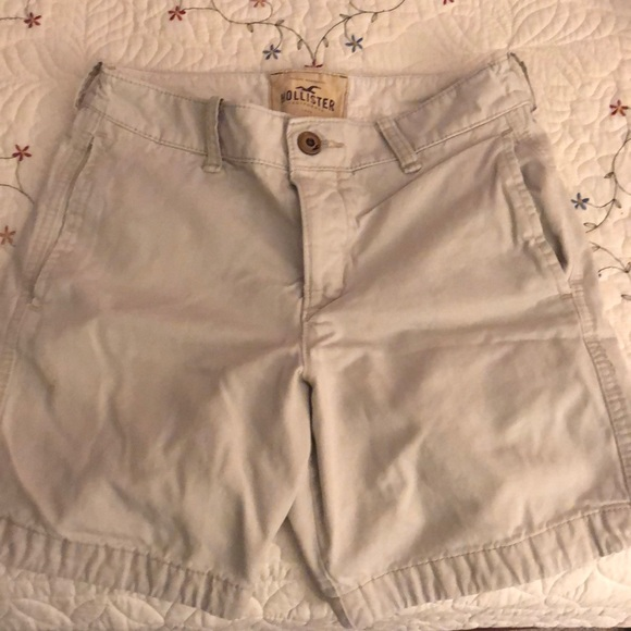 Hollister Other - Men's Hollister light khaki shorts